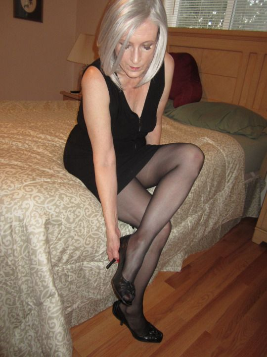 wearing high Sexy mature heels women