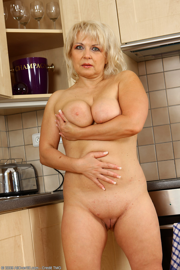 mature kitchen women the Sexy naked in
