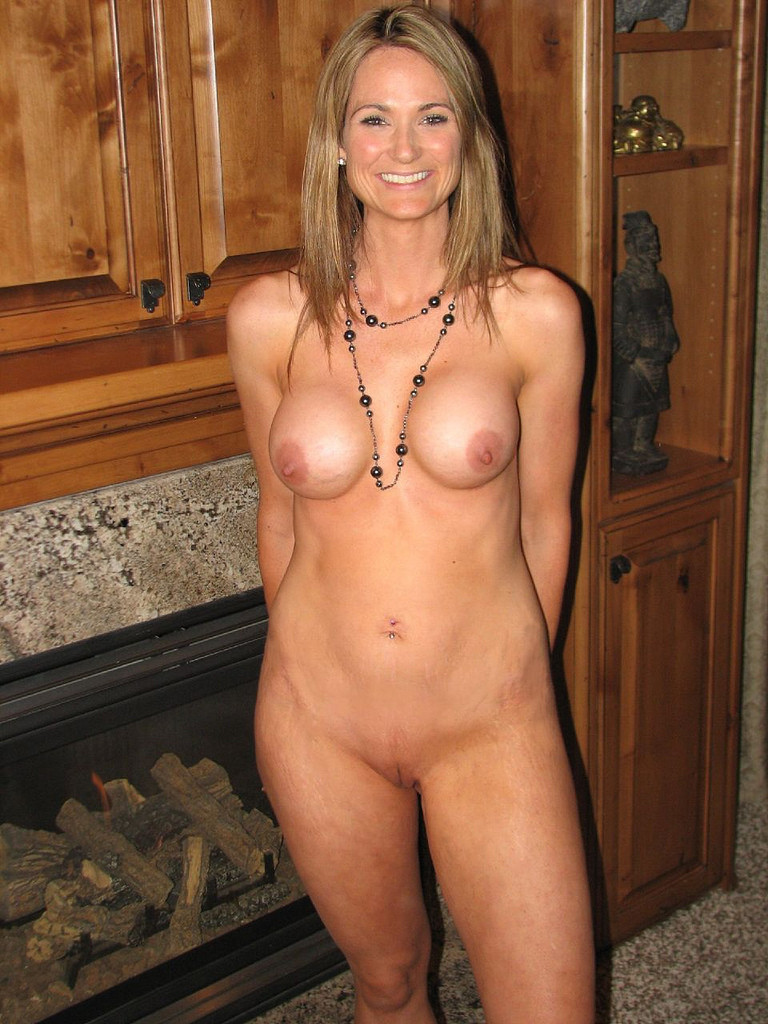Nude mom pics, hot cougar moms porn galleries
