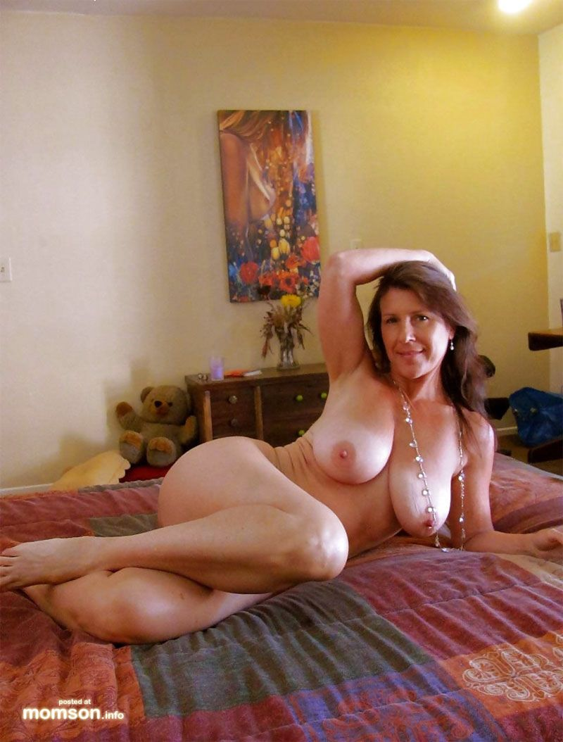 bed Hot on mom naked