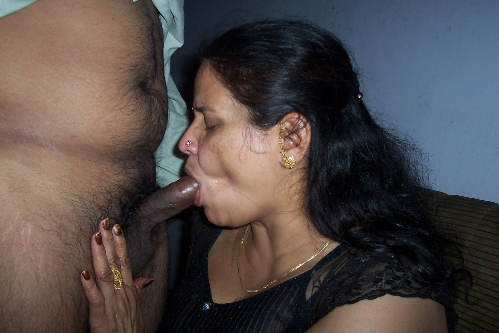 Hot xxx foreplay of south indian aunty caught on camera