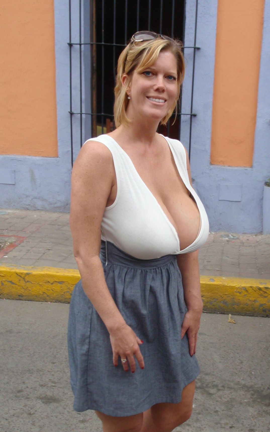 Mature moms hanging tits