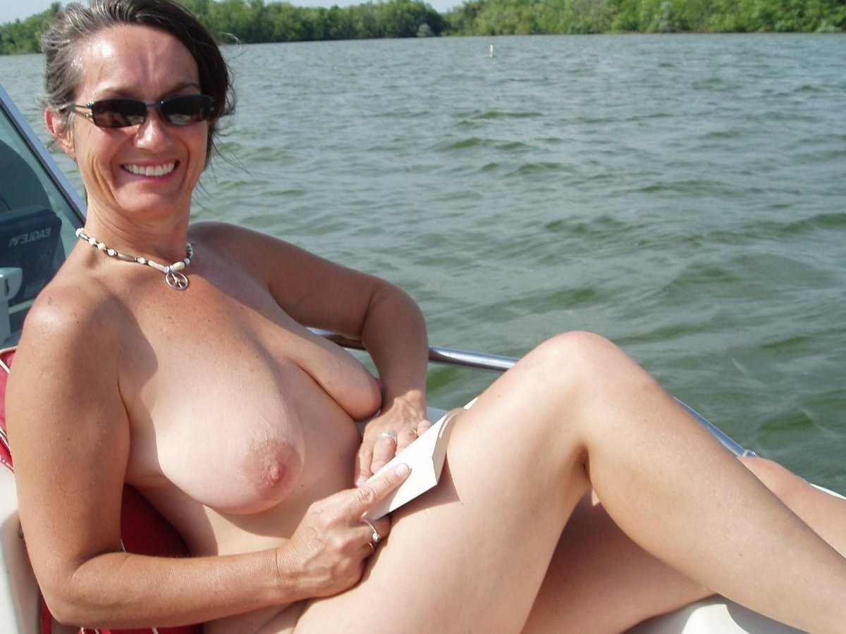 nude moms Hot mature
