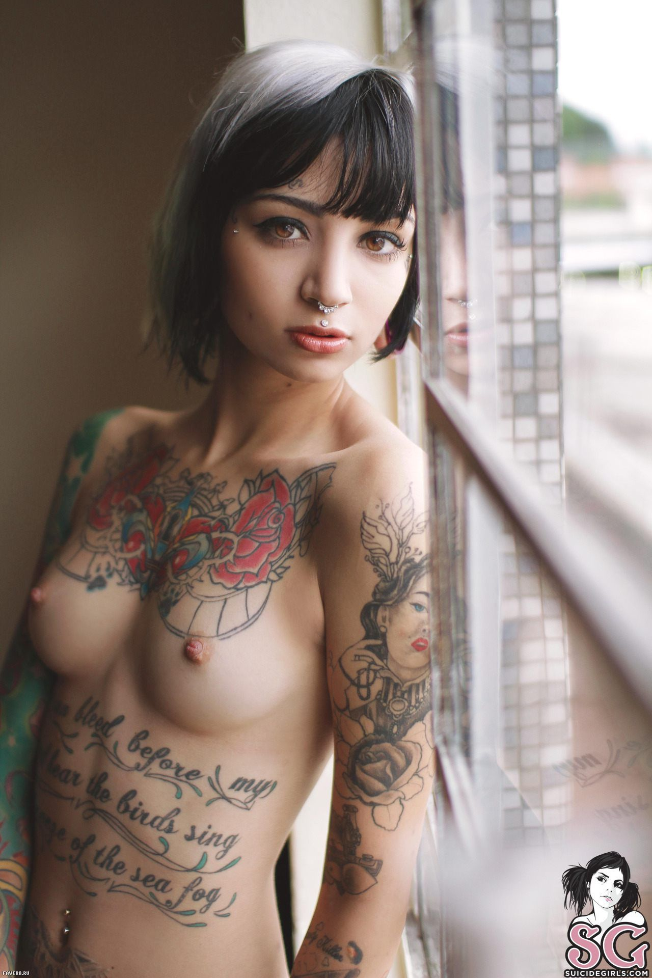 nude beautiful women tattooed