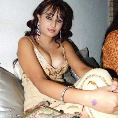 actress brust saree sex pics of