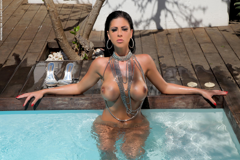 girls beach Hooters nude