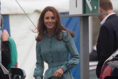 duchess kate curtsy Blood