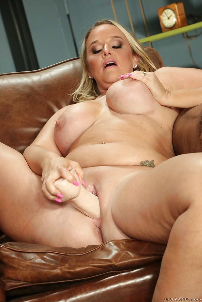 milf Old shaved pussy