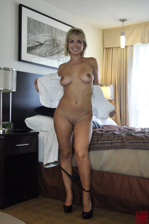naked on mom bed Hot