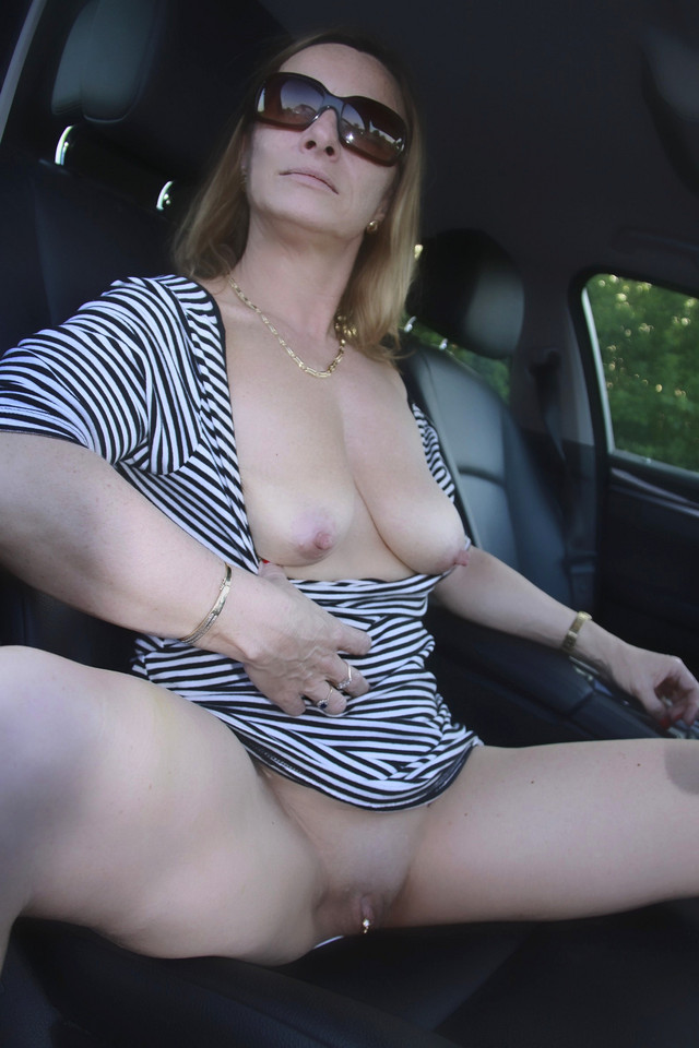 upskirt Mature blonde milf