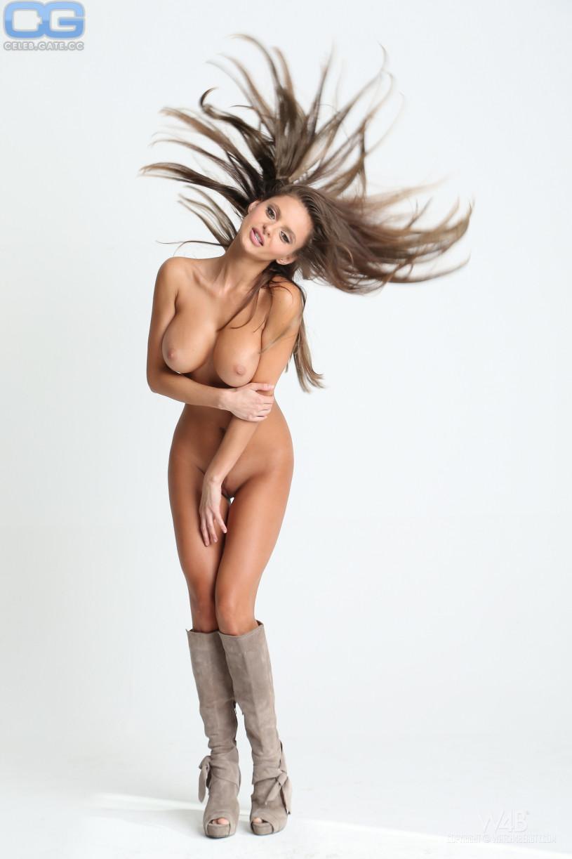 harem nude Dana