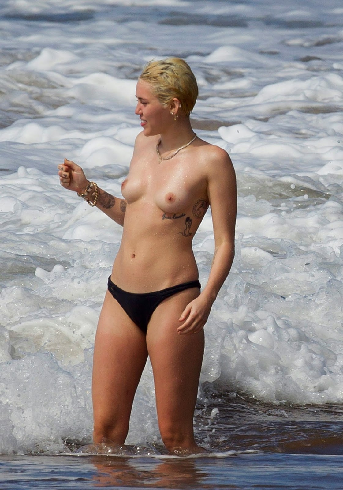 miley cyrus topless Naked