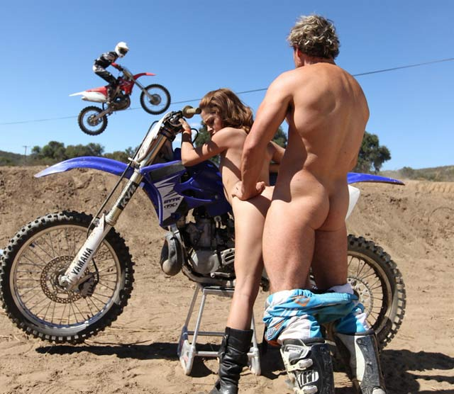 Pictures Freebie Hot Sexy Naked Girl On Dirt Bike-4018