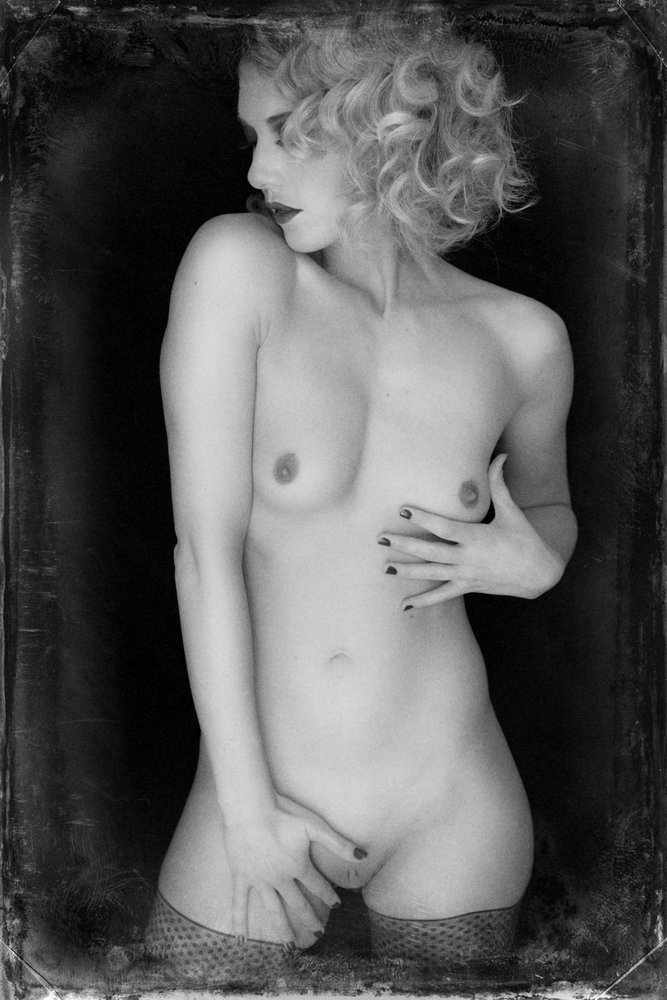 woman artistic nudes white Black and