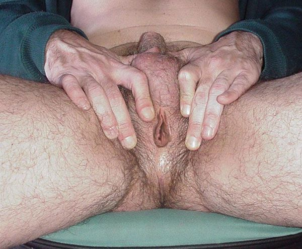 Фото женщины иметь два половых органа пизду и хуй