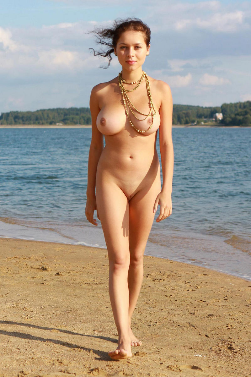 girls on the beach Nude