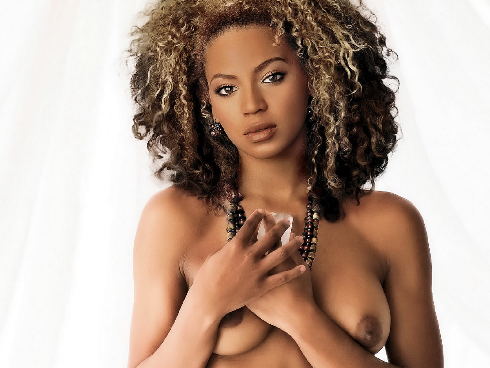 Pregnant beyonce poses nude in intimate photo shoot