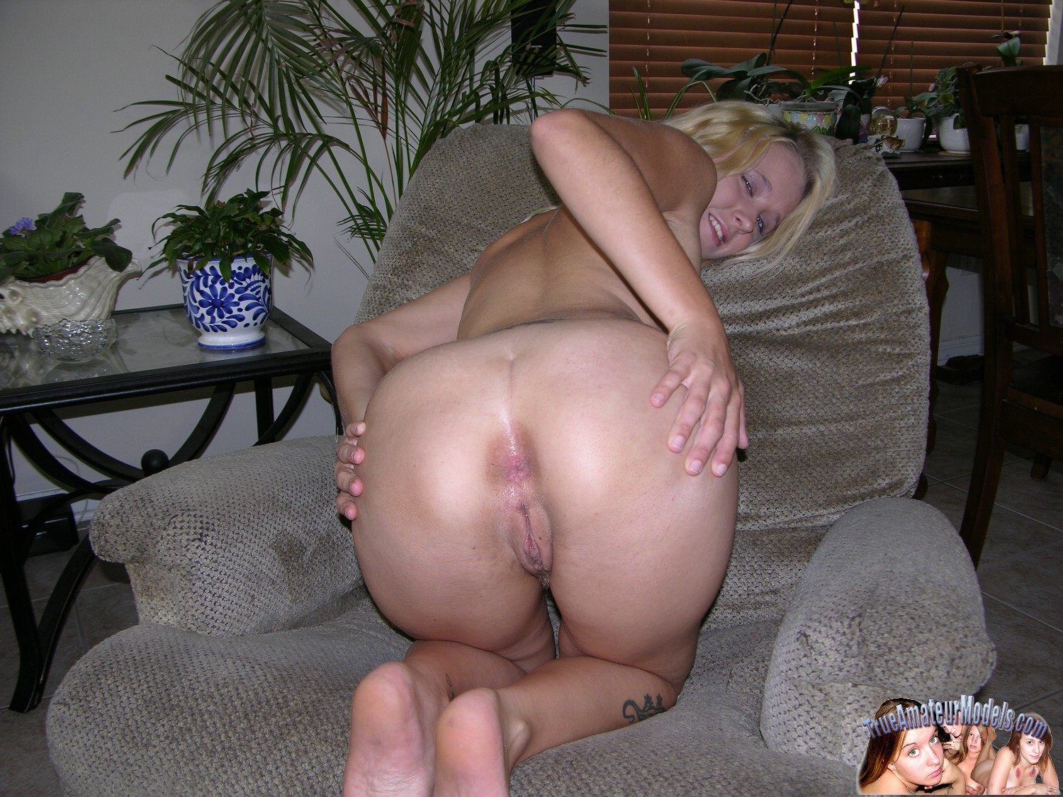 butt naked spread blonde