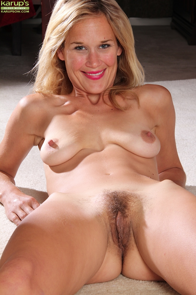 hairy Mature big pussy spread tits