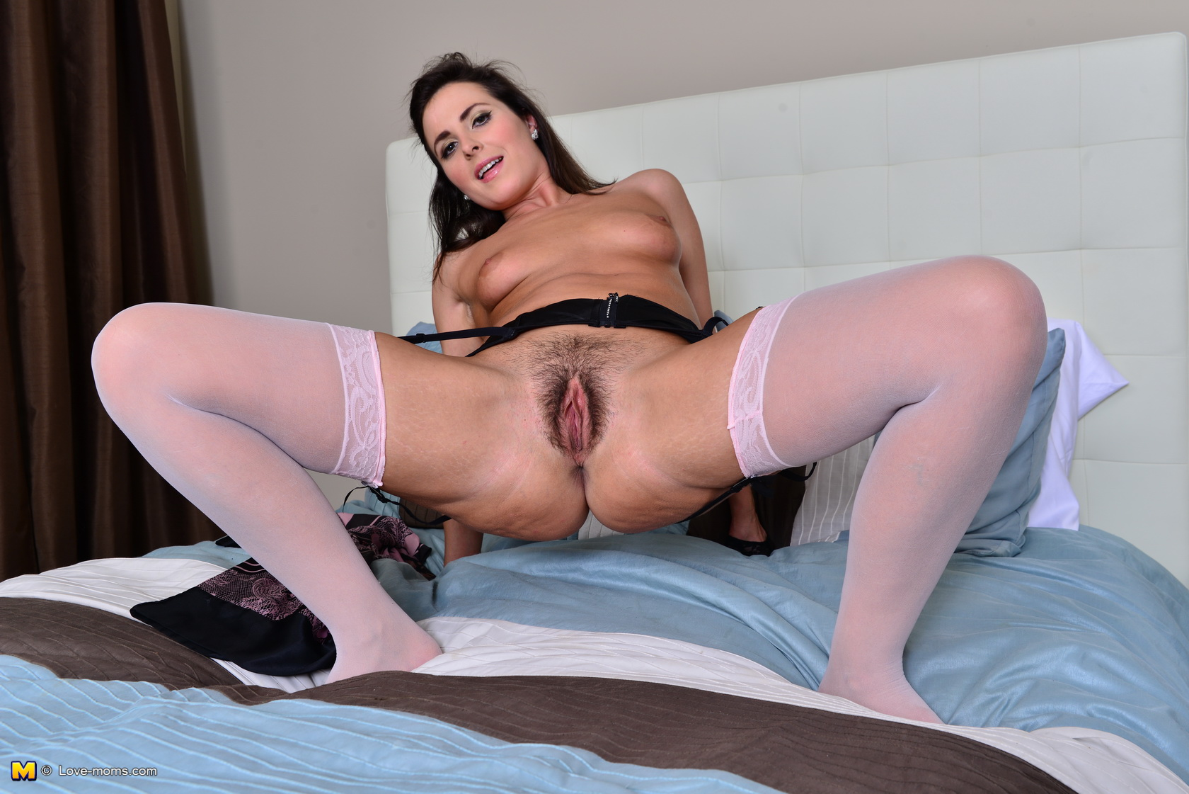naked Hot bed mom on
