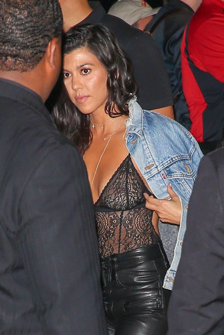 nude com kardashian Kourtney