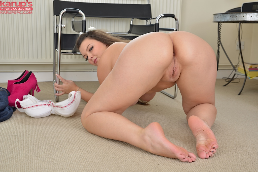 chubby pics Young pussy