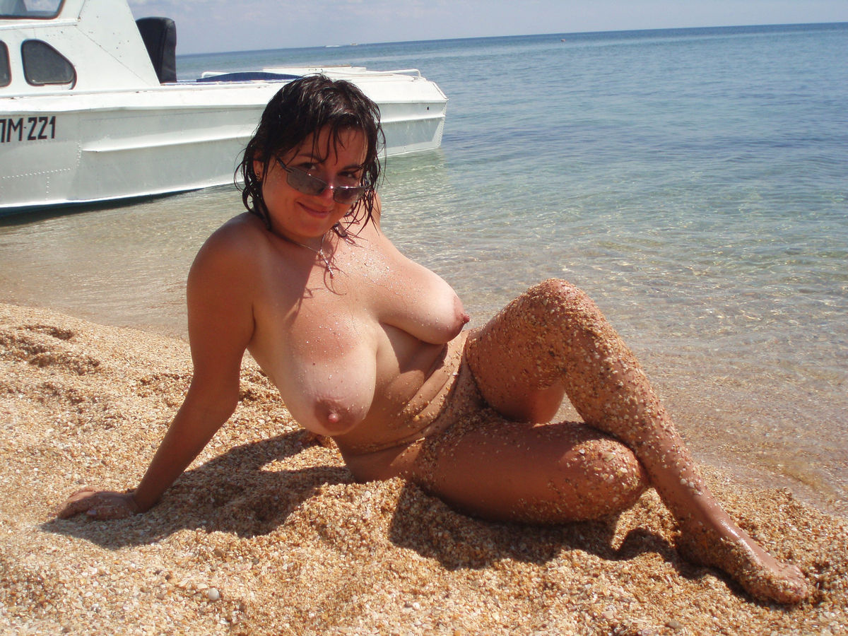 nude Wife milf on beach