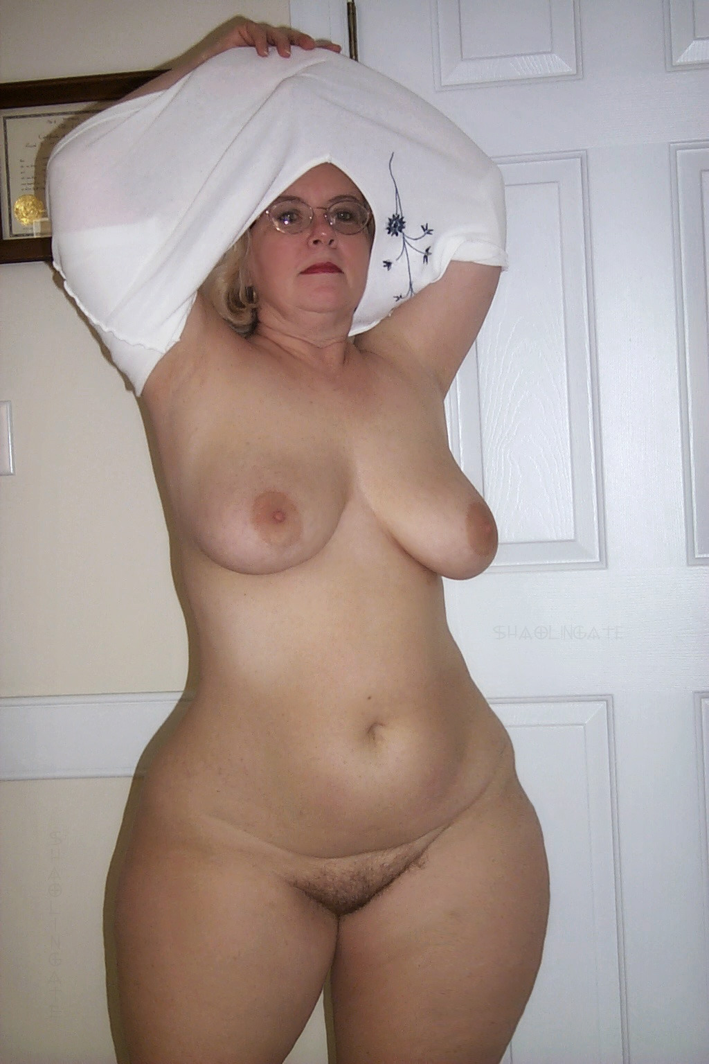 wide nude Curvy hips mature