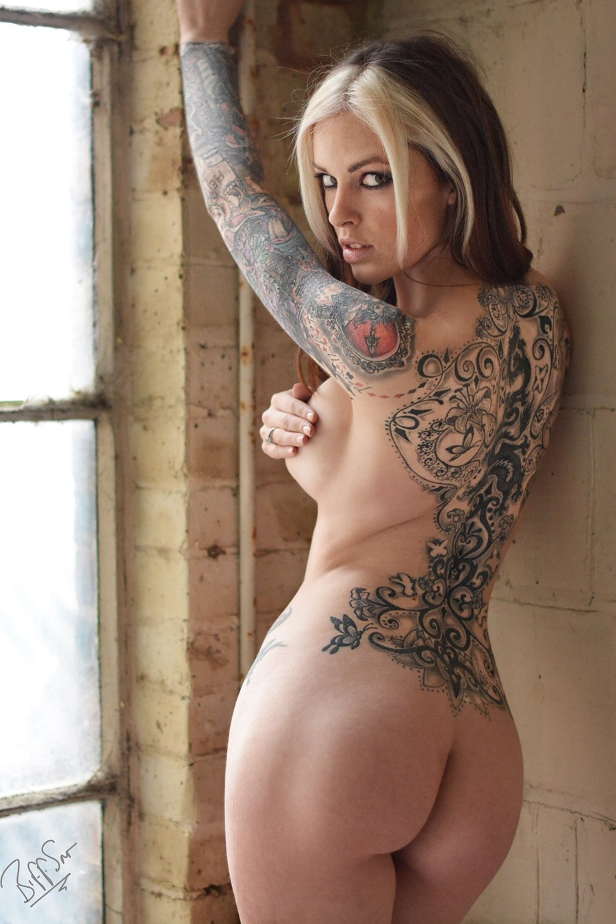 women nude beautiful tattooed